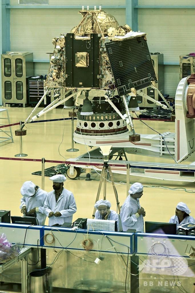 インド、来月打ち上げの月面着陸・探査機を公開