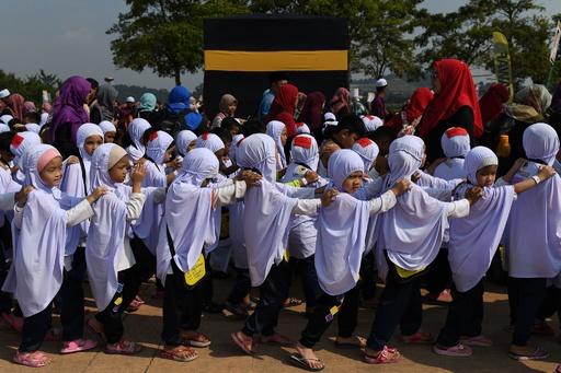 マレーシアの子どもたち、イスラム教の大巡礼「ハッジ」の模擬演習
