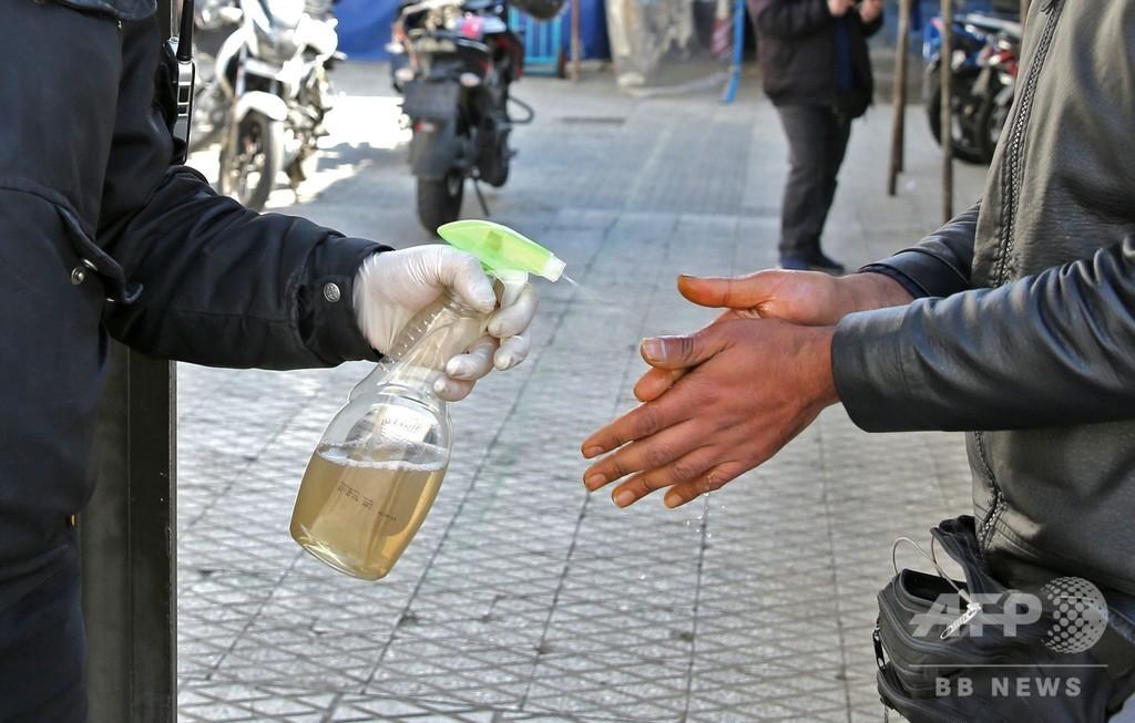 密造酒飲み27人死亡、新型ウイルスに効くとのデマ信じ イラン