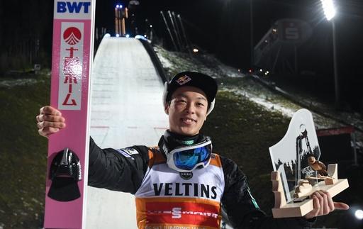 小林陵侑が今季W杯初勝利、ジャンプ週間連覇へ弾み