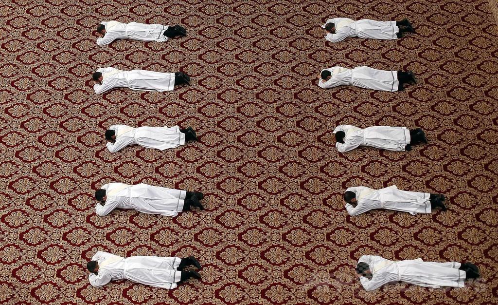 児童への性的虐待で2年間に400人が聖職失う、バチカンが公表