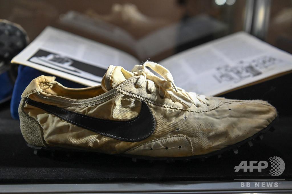 ナイキの「月の靴」4700万円超で落札、スニーカー史上最高額