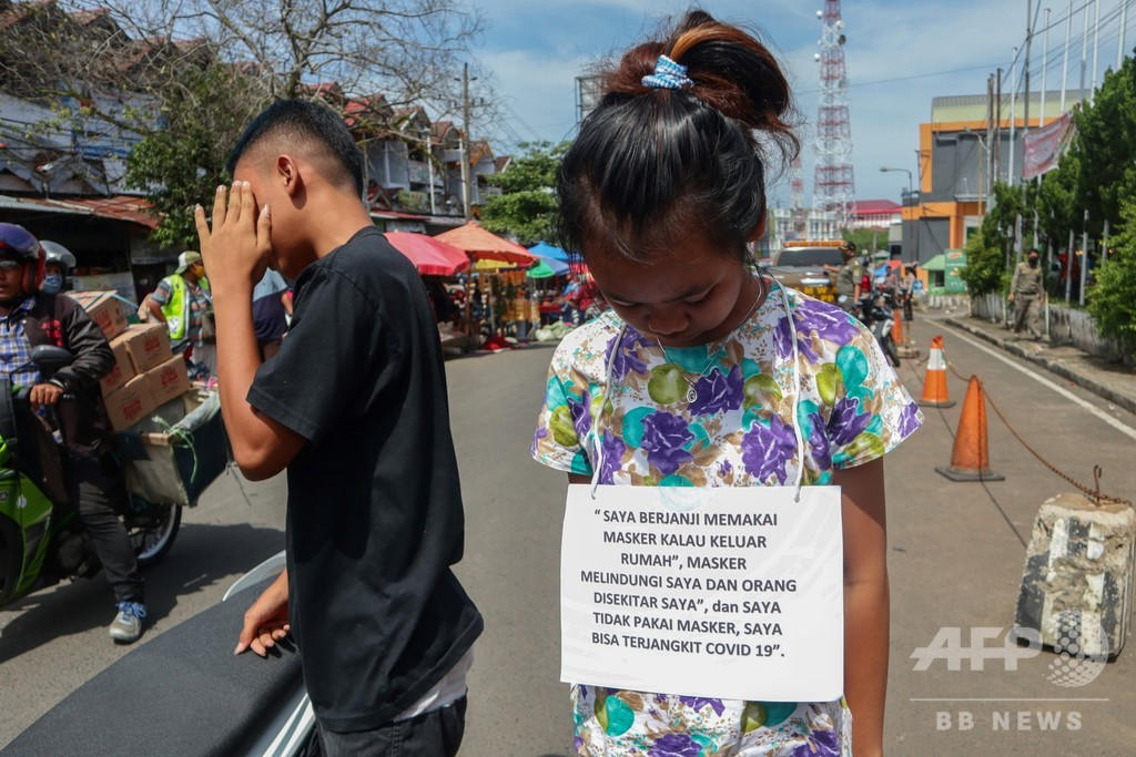 違反者には辱め、インドネシアが新型コロナで強硬策