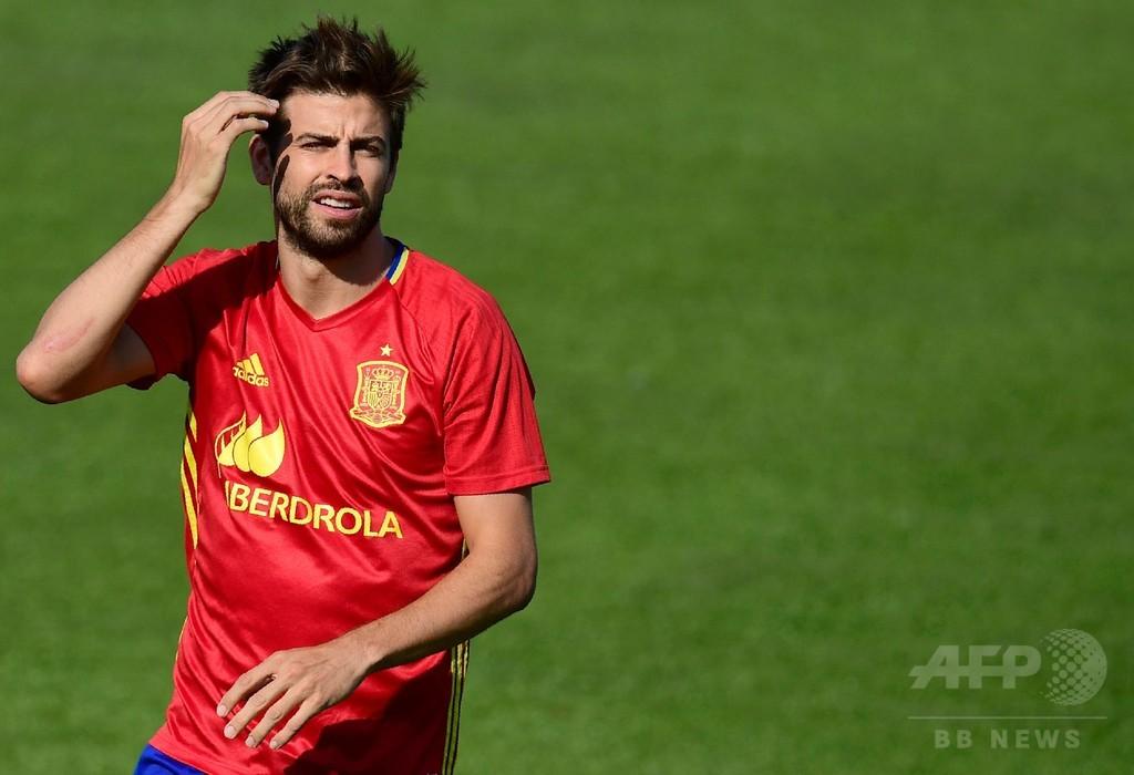 カタルーニャ独立問題で批判受けたピケ、「スペイン代表としてプレーするのは誇り」