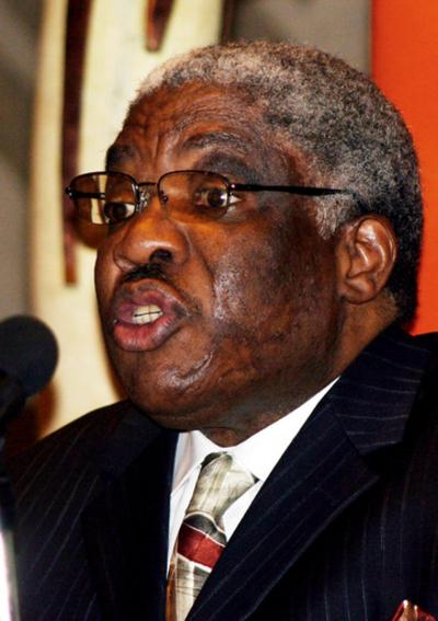 ザンビアのムワナワサ大統領、パリ市内で死去