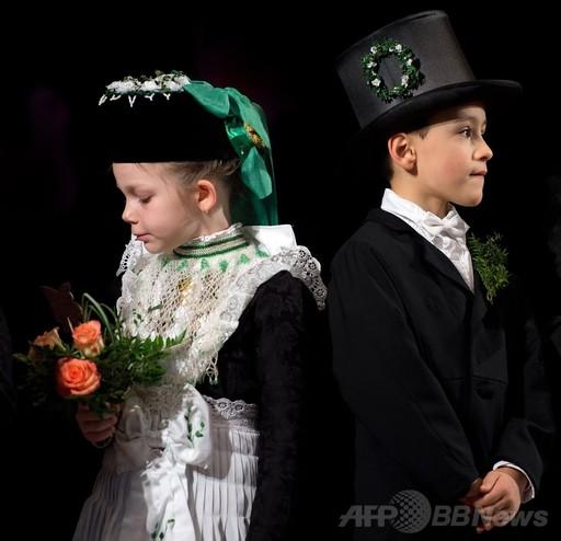 かわいい新郎新婦、冬の終わり祝う「小鳥の結婚式」 ドイツ