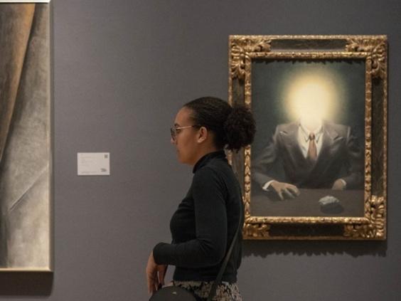 シュルレアリスムの巨匠マグリットの絵画、31億円で落札