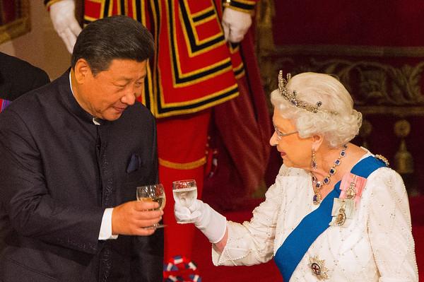 英マスコミの「野蛮人」は礼儀教育必要 中国紙、英女王の発言で