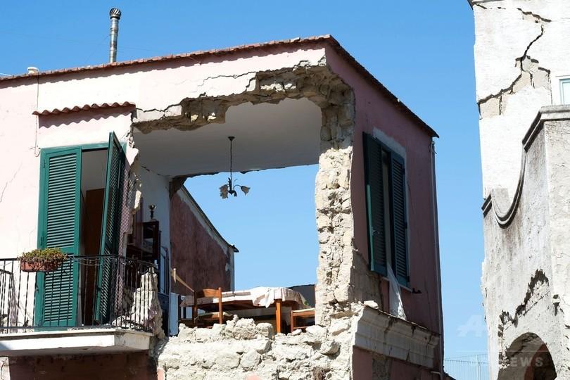 伊リゾート島地震、11歳兄が弟の...