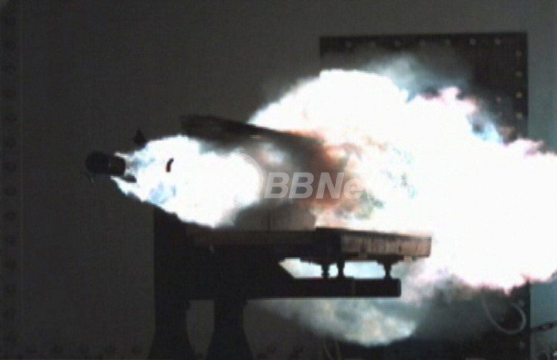 レールガンの発射試験を実施、米海軍研究施設
