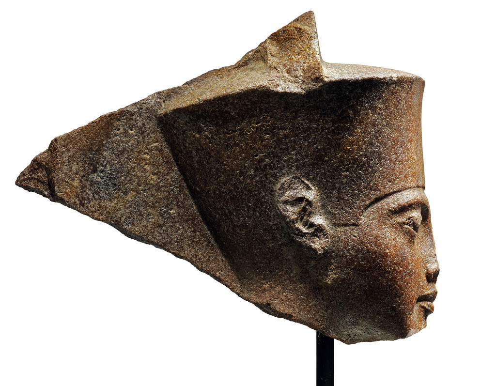 エジプト、落札されたツタンカーメン像でインターポールに協力要請