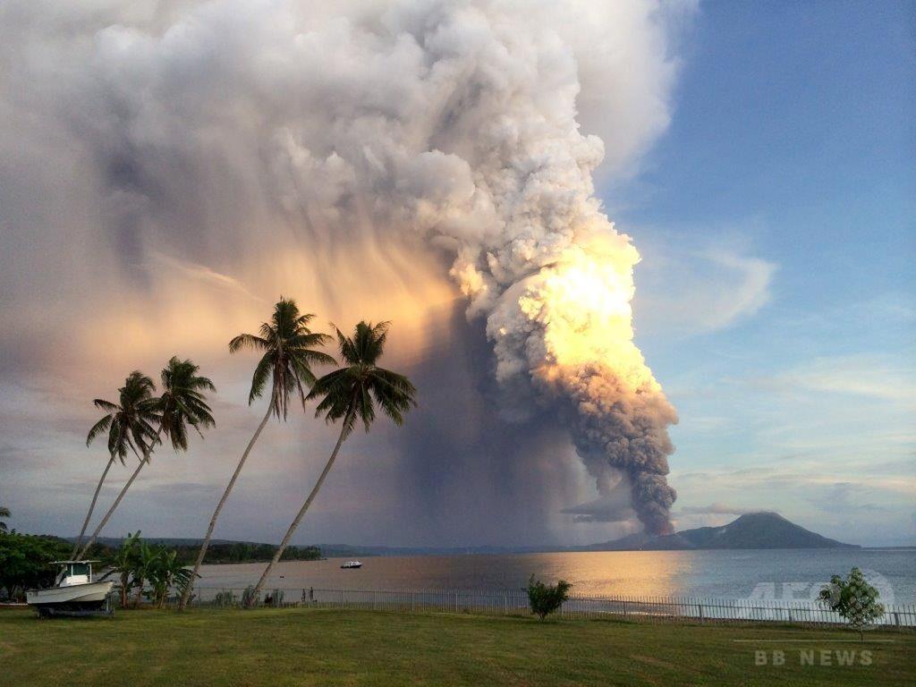 パプアニューギニアで火山が噴火、航空機は迂回