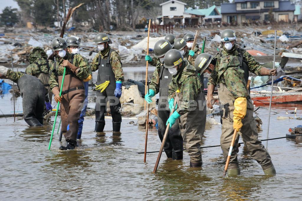 水の残る被災地、遺体の捜索続く