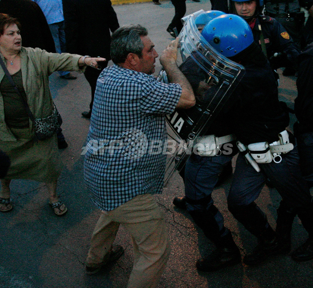 ナポリごみ問題、首相の新処理場建設めぐり反対住民と警官隊が衝突