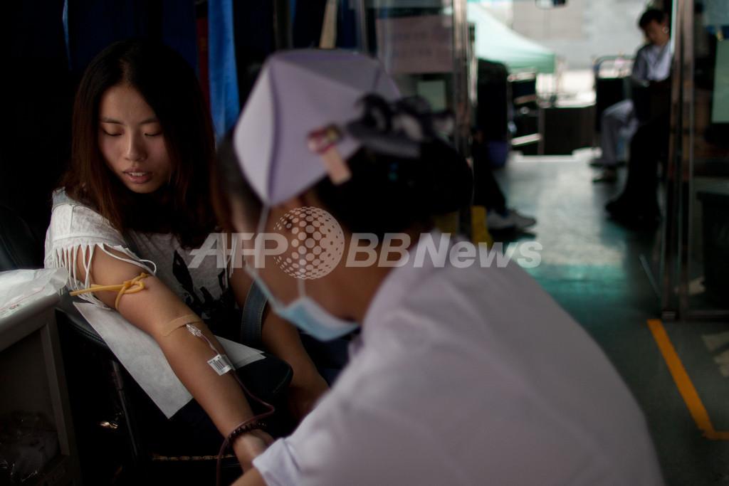 中国で女性同性愛者の献血が解禁に