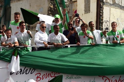 W杯ベスト16のアルジェリア代表が凱旋パレード