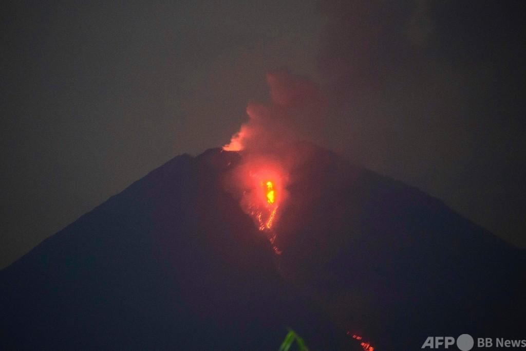 スメル山噴火、500人が一時避難 インドネシア・ジャワ島