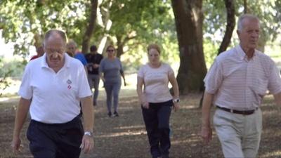 動画:小さな町の集団ダイエット計画、20年までに計10万キロ減 スペイン