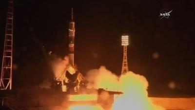 動画:米ロ飛行士ら3人、ISSへ出発 サッカーW杯で使用予定のボールも
