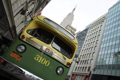 気分は50年代、ホリデーシーズンにビンテージ車両運行 NY