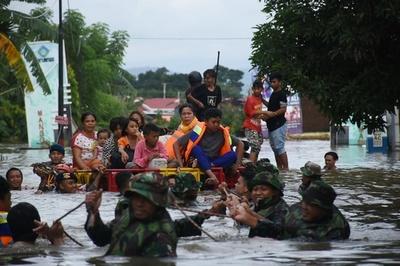 インドネシアで豪雨、洪水と土砂崩れで8人が死亡