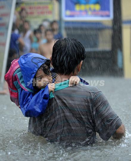 フィリピンで台風16号による洪水、死者多数
