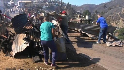 動画:クリスマス・イブに森林火災、家屋約200棟に被害 チリ・バルパライソ