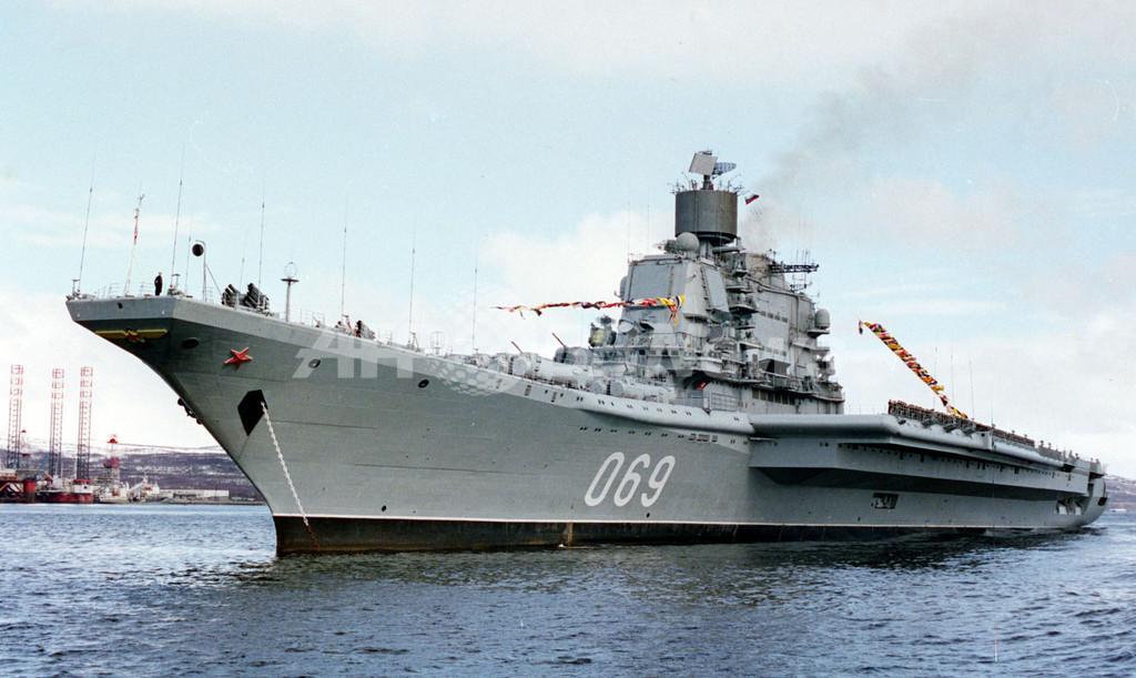 ロシアの退役空母、譲渡予定のインドでとんでもない厄介者に