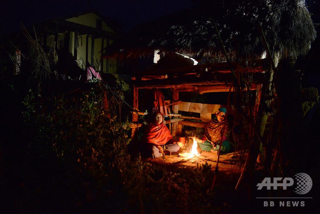 生理中の女性の「隔離小屋」でまた死者、たき火で窒息か ネパール