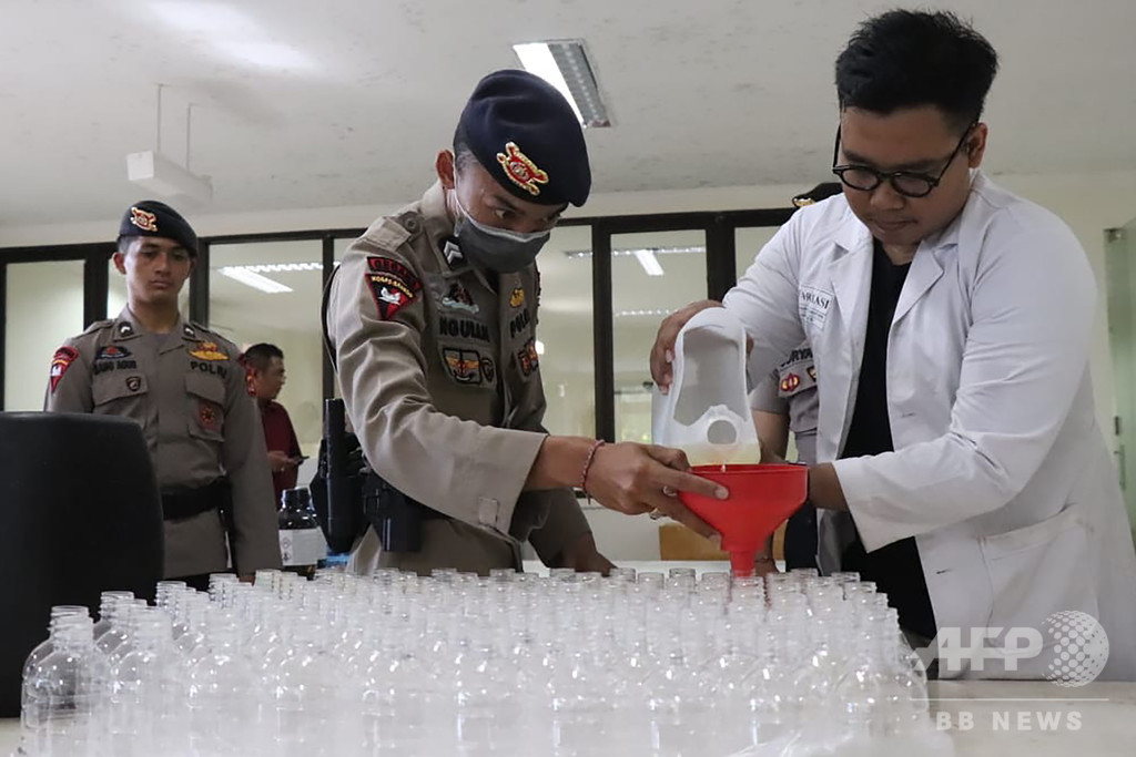 ヤシ酒から生まれた消毒液、品薄解消に貢献 インドネシア・バリ