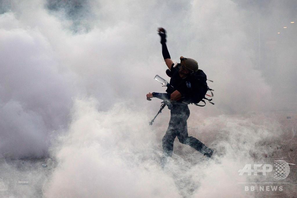大規模ストの香港、騒乱は広範囲に拡大