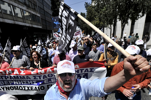ゼネストに揺れるギリシャ、公務員労組ら抗議で全土がまひ
