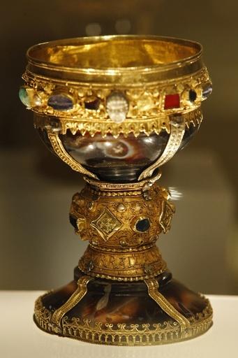 スペインの教会で「聖杯」特定か、一目見ようと人々が殺到
