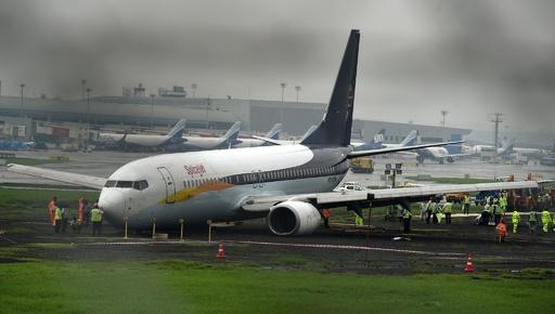 モンスーン豪雨の印ムンバイ、旅客機がオーバーラン けが人なし