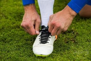 なぜ靴ひもはいきなりほどけるのか 長年の謎を実験で解明 米