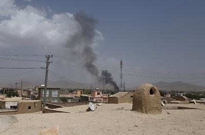 タリバン、アフガン都市に大規模攻勢 軍が応戦、米軍も支援
