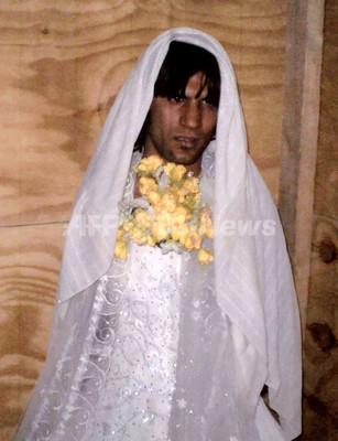 新婚カップルに変装したお尋ね者の過激派メンバーを逮捕