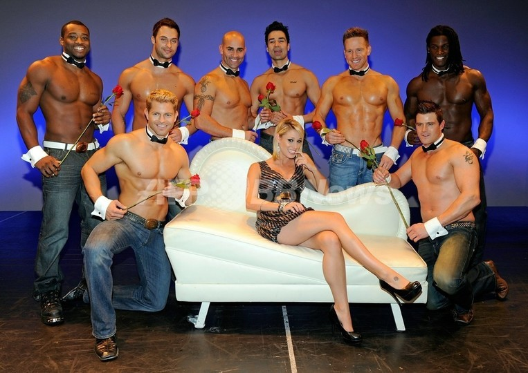 男性ストリッパーグループ「チッペンデールズ」のショー