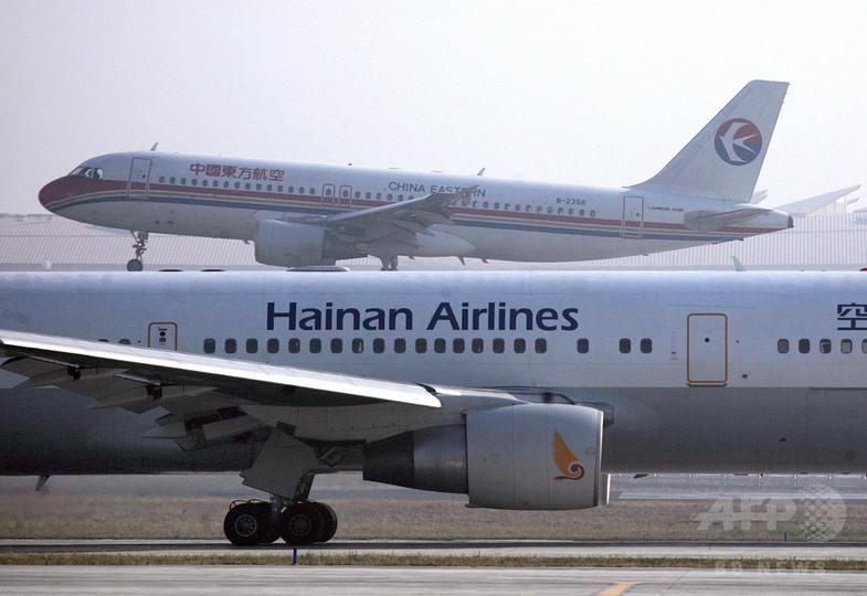 飛行機エンジンに向け硬貨投げる、高齢女性が安全祈願で 中国