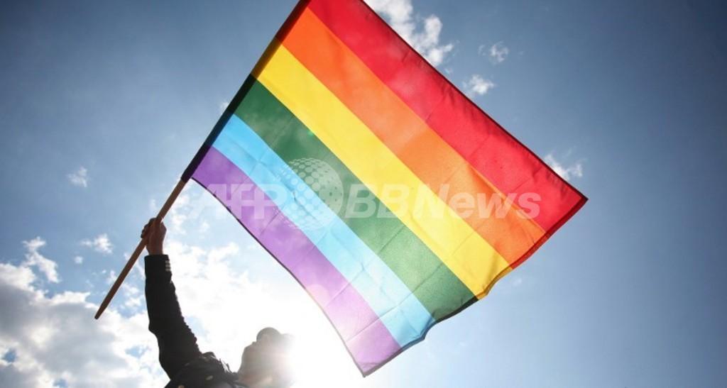 独サッカークラブ、レインボー旗で同性愛への理解示す