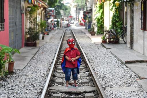 観光客憤慨 「インスタ映え」で人気のハノイ線路、当局が封鎖