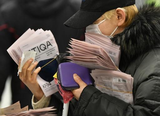 韓国、新型ウイルス感染者893人 死者8人に