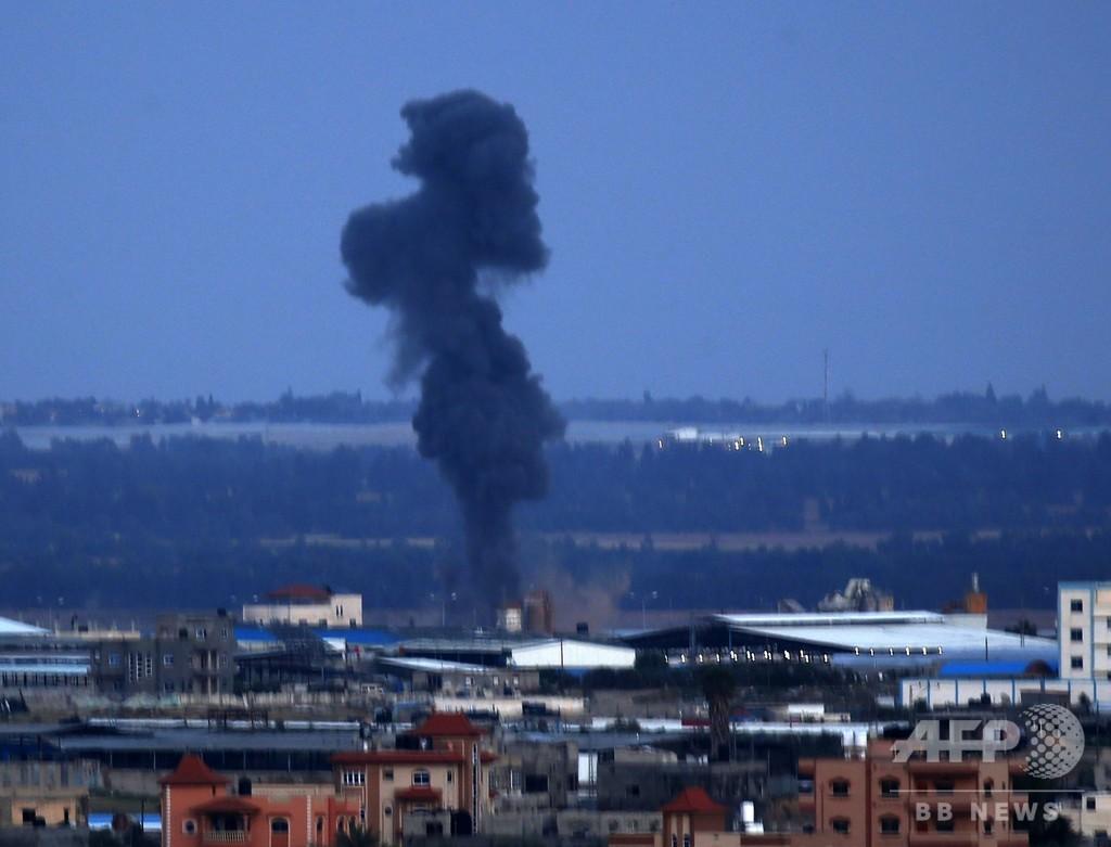 イスラエル、ガザ空爆で民家攻撃に報復 ハマス指導者事務所を破壊