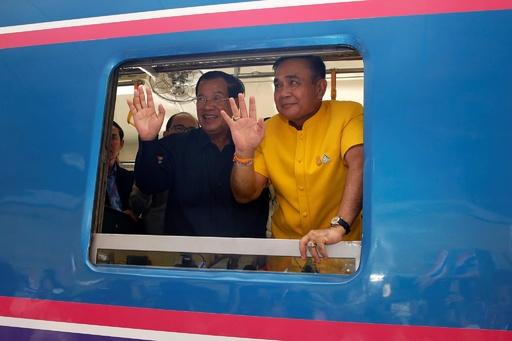 カンボジアとタイを結ぶ鉄道、45年ぶりに開通