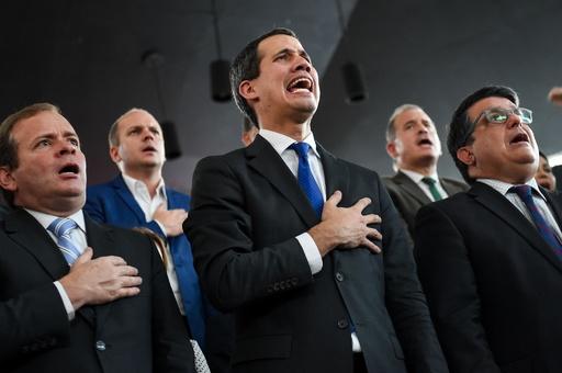 ベネズエラのグアイド氏、国会議長再任を宣言 一時議会から閉め出し
