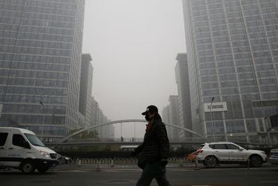 北京と周辺地域、大気汚染で濃霧「イエロー警報」