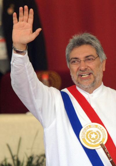 パラグアイで新大統領就任、南米で新たな左派政権誕生