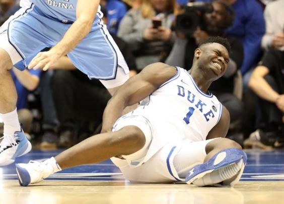 ナイキシューズが試合中に崩壊、花形選手負傷  米大学バスケ