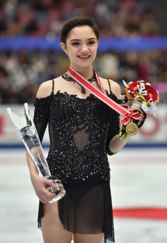 メドベデワがNHK杯女子シングル制す、男子はボロノフが優勝