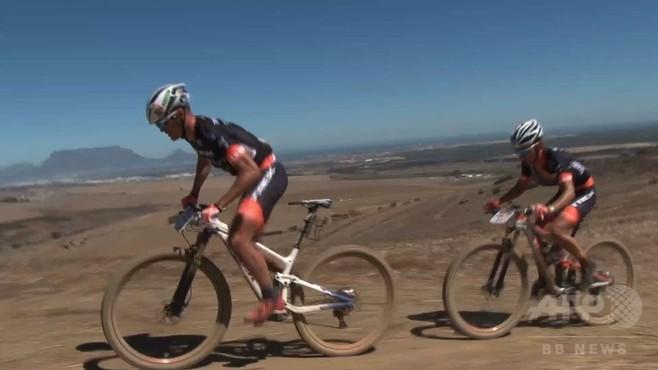 動画:過酷な自転車レース「ケープエピック」開幕、南ア